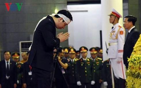 [TRỰC TIẾP] Xe tang đưa linh cữu Chủ tịch nước Trần Đại Quang về quê hương Ninh Bình - Ảnh 45.