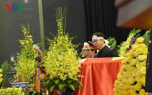 [TRỰC TIẾP] Xe tang đưa linh cữu Chủ tịch nước Trần Đại Quang về quê hương Ninh Bình - Ảnh 43.