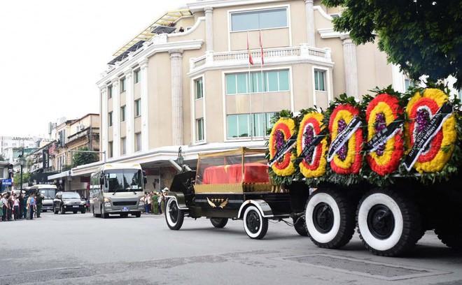 [TRỰC TIẾP] Xe tang đưa linh cữu Chủ tịch nước Trần Đại Quang về quê hương Ninh Bình - Ảnh 20.