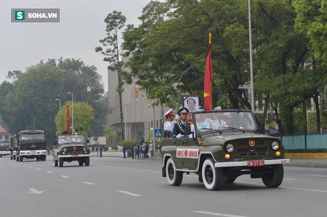 [TRỰC TIẾP] Xe tang đưa linh cữu Chủ tịch nước Trần Đại Quang về quê hương Ninh Bình - Ảnh 13.