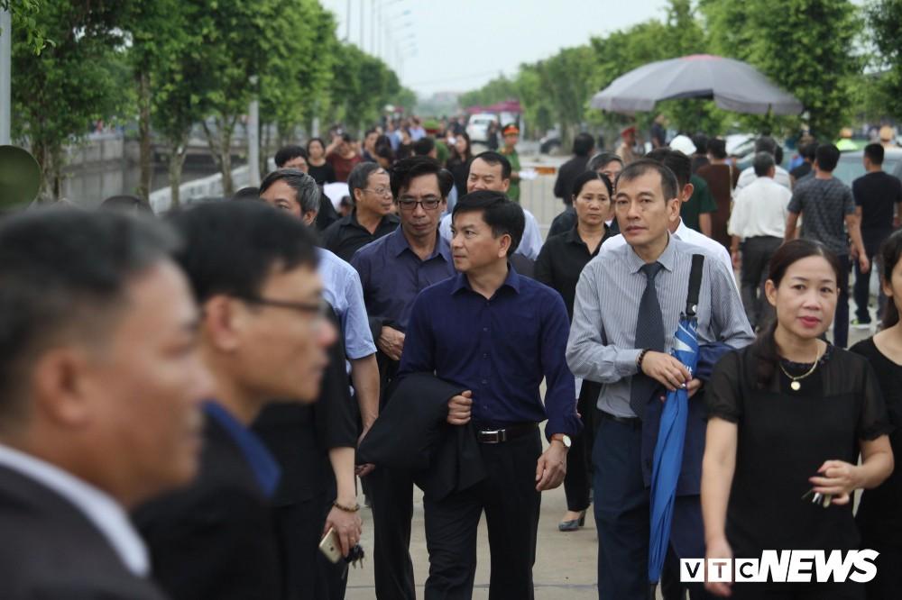 Ninh Bình: Hàng ngàn người dân chờ đợi Chủ tịch nước Trần Đại Quang - Ảnh 2.
