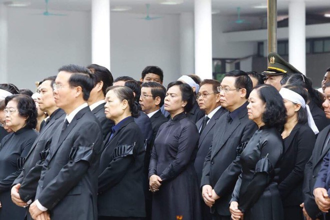 [TRỰC TIẾP] Xe tang đưa linh cữu Chủ tịch nước Trần Đại Quang về quê hương Ninh Bình - Ảnh 37.