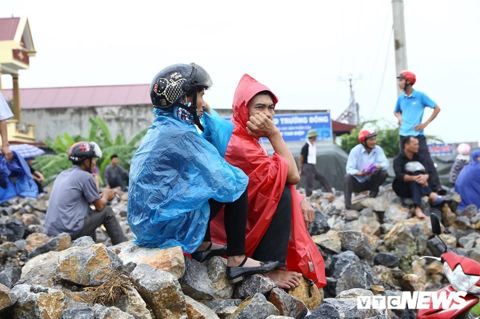 Ninh Bình: Hàng ngàn người dân chờ đợi Chủ tịch nước Trần Đại Quang - Ảnh 15.