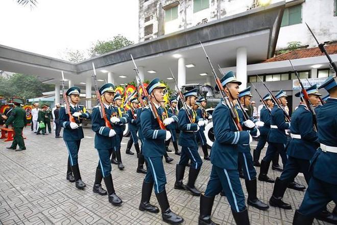 [TRỰC TIẾP] Xe tang đưa linh cữu Chủ tịch nước Trần Đại Quang về quê hương Ninh Bình - Ảnh 51.