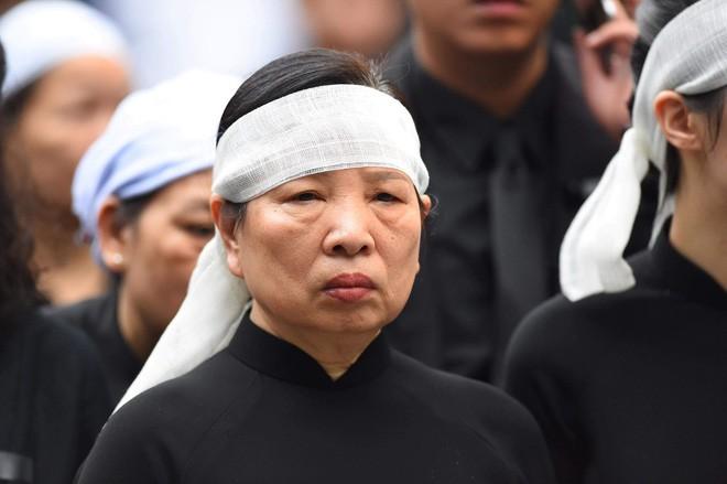 [TRỰC TIẾP] Xe tang đưa linh cữu Chủ tịch nước Trần Đại Quang về quê hương Ninh Bình - Ảnh 29.