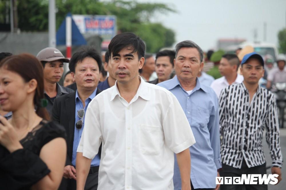 Ninh Bình: Hàng ngàn người dân chờ đợi Chủ tịch nước Trần Đại Quang - Ảnh 3.