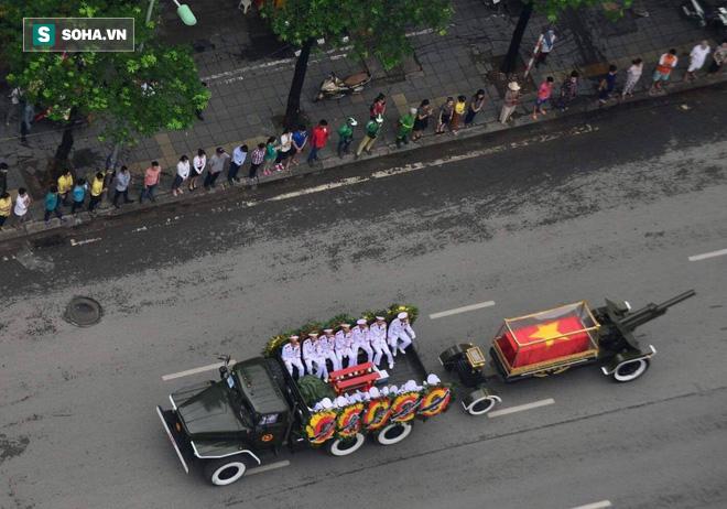 Hành trình linh xa đưa Chủ tịch nước Trần Đại Quang qua các ngõ phố Hà Nội để về quê nhà - Ảnh 22.