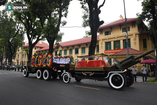 Hành trình linh xa đưa Chủ tịch nước Trần Đại Quang qua các ngõ phố Hà Nội để về quê nhà - Ảnh 5.