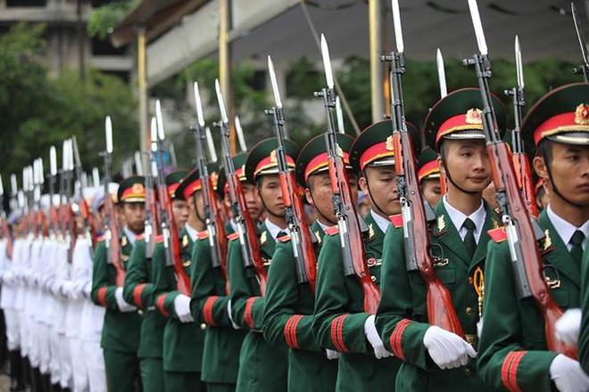 [TRỰC TIẾP] Xe tang đưa linh cữu Chủ tịch nước Trần Đại Quang về quê hương Ninh Bình - Ảnh 53.