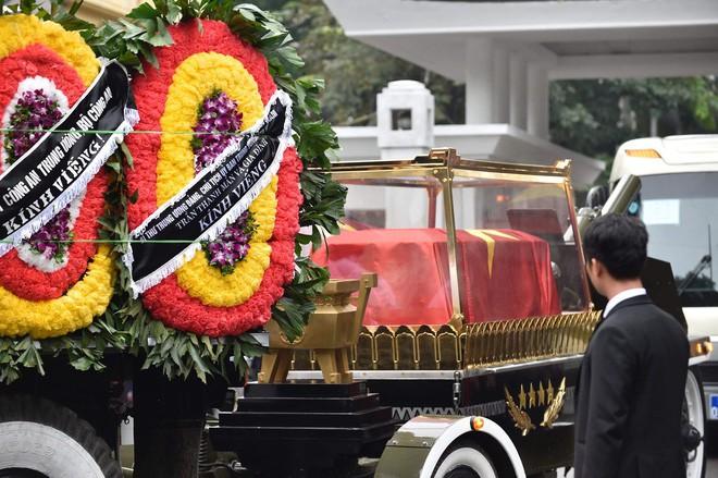 [TRỰC TIẾP] Xe tang đưa linh cữu Chủ tịch nước Trần Đại Quang về quê hương Ninh Bình - Ảnh 26.