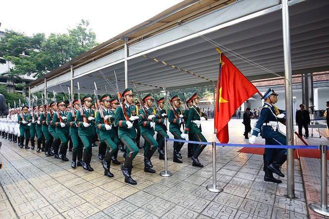 [TRỰC TIẾP] Xe tang đưa linh cữu Chủ tịch nước Trần Đại Quang về quê hương Ninh Bình - Ảnh 54.