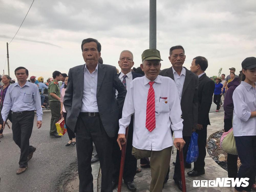Ninh Bình: Hàng ngàn người dân chờ đợi Chủ tịch nước Trần Đại Quang - Ảnh 6.