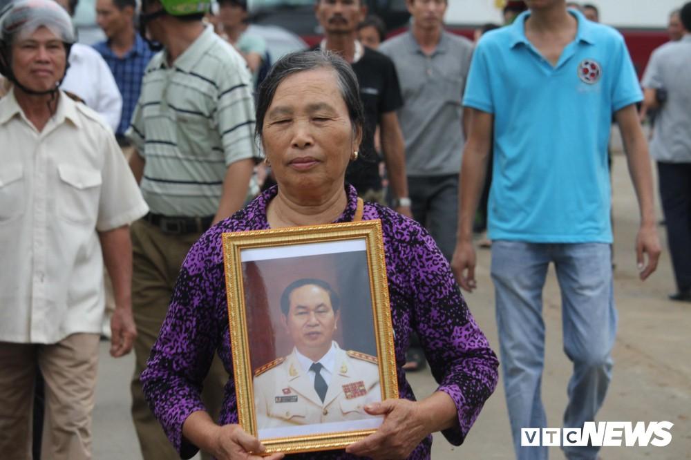 Ninh Bình: Hàng ngàn người dân chờ đợi Chủ tịch nước Trần Đại Quang - Ảnh 7.