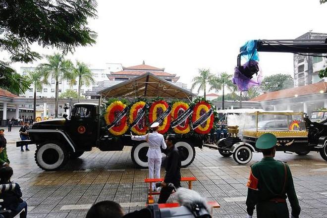 [TRỰC TIẾP] Xe tang đưa linh cữu Chủ tịch nước Trần Đại Quang về quê hương Ninh Bình - Ảnh 56.