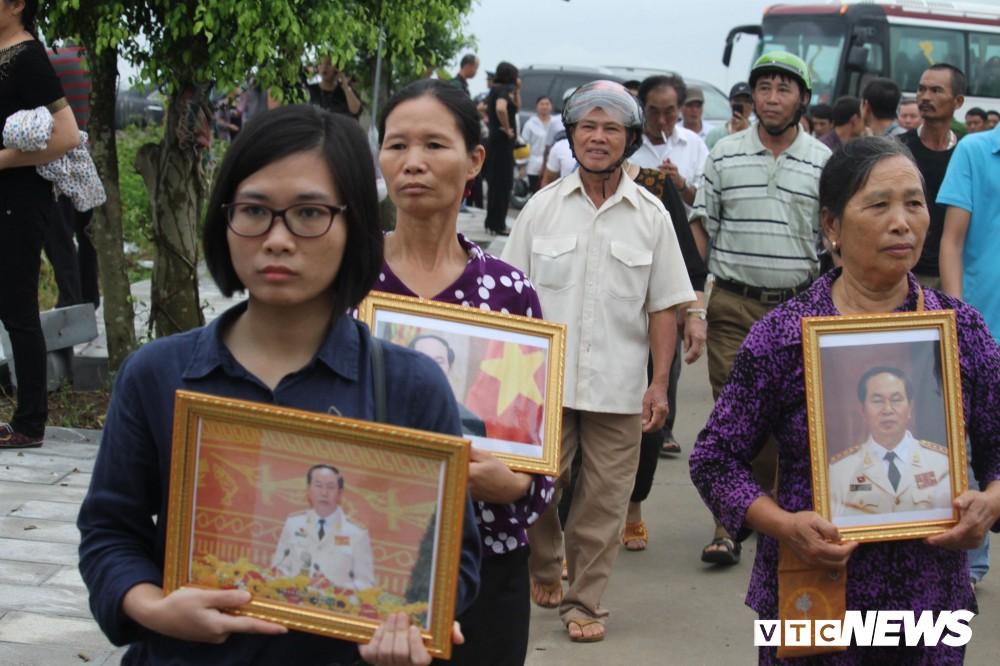 Ninh Bình: Hàng ngàn người dân chờ đợi Chủ tịch nước Trần Đại Quang - Ảnh 8.