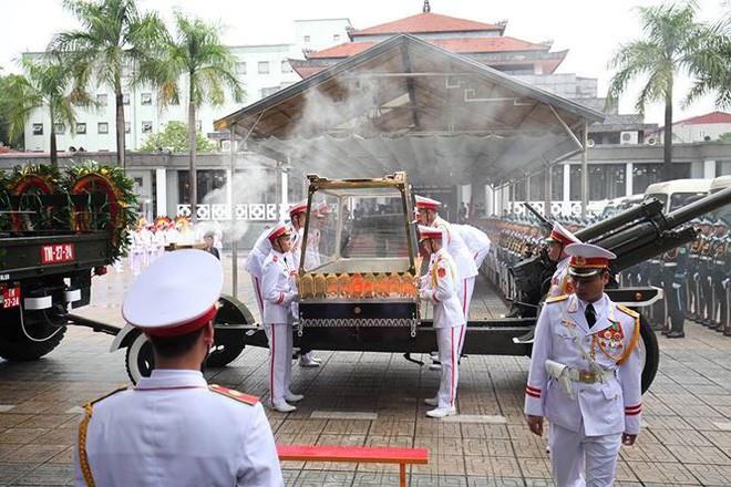 [TRỰC TIẾP] Xe tang đưa linh cữu Chủ tịch nước Trần Đại Quang về quê hương Ninh Bình - Ảnh 58.