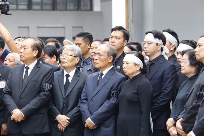 [TRỰC TIẾP] Xe tang đưa linh cữu Chủ tịch nước Trần Đại Quang về quê hương Ninh Bình - Ảnh 36.