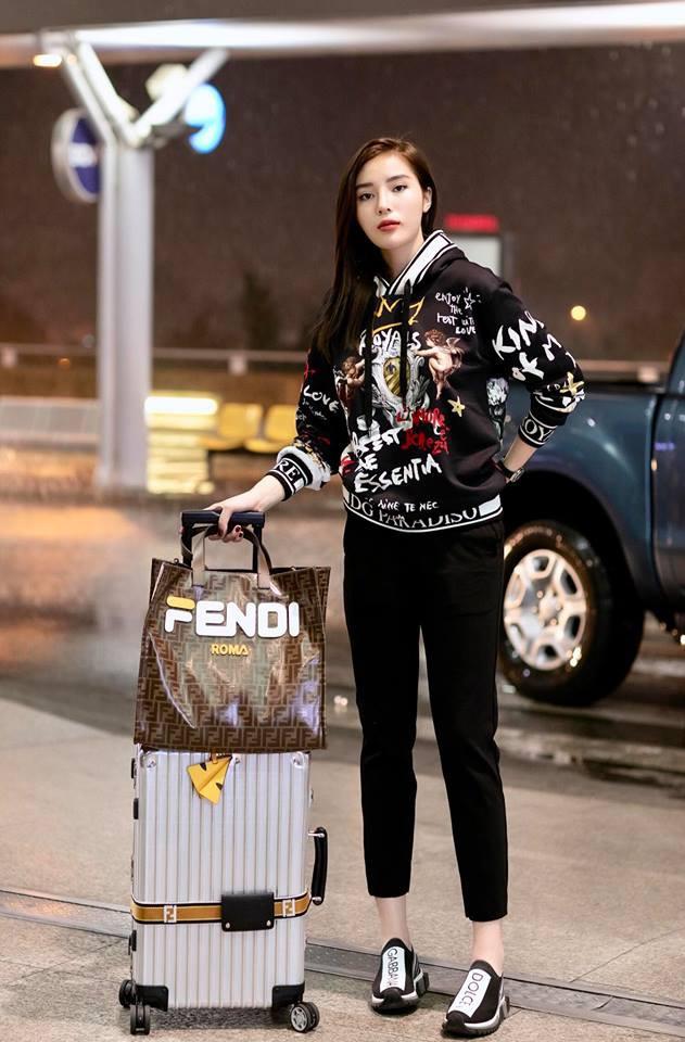 Thu mới vừa chớm mà dàn hot girl Việt đã khoe 1001 kiểu street style, kiểu nào cũng dát đầy hàng hiệu! - Ảnh 11.