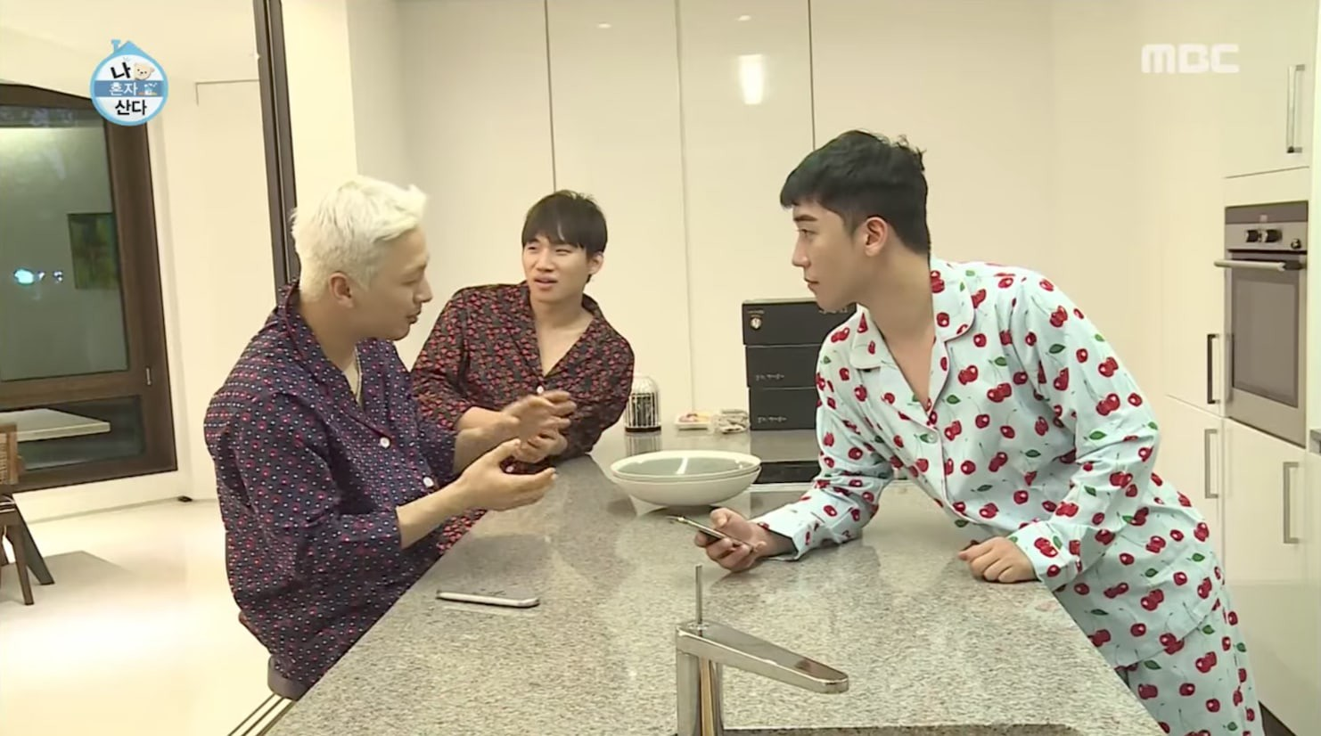 Taeyang & Daesung gửi lời nhắn nhủ đến em út Seungri từ quân ngũ - Ảnh 3.