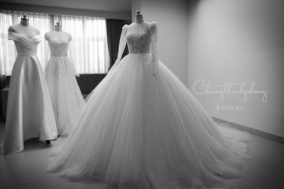 Váy cưới Nhã Phương nhìn hao hao váy cưới Hoa hậu Đặng Thu Thảo - Ảnh 7.