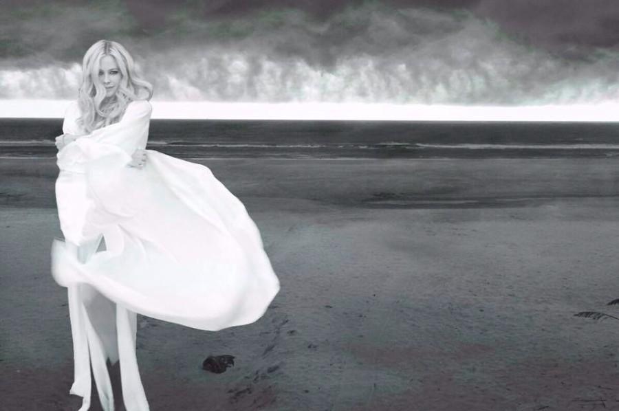 Xem MV trở lại của Avril Lavigne sau 5 năm vắng bóng, fan lại liên tưởng đến hình ảnh.. Tiểu Long Nữ - Ảnh 3.