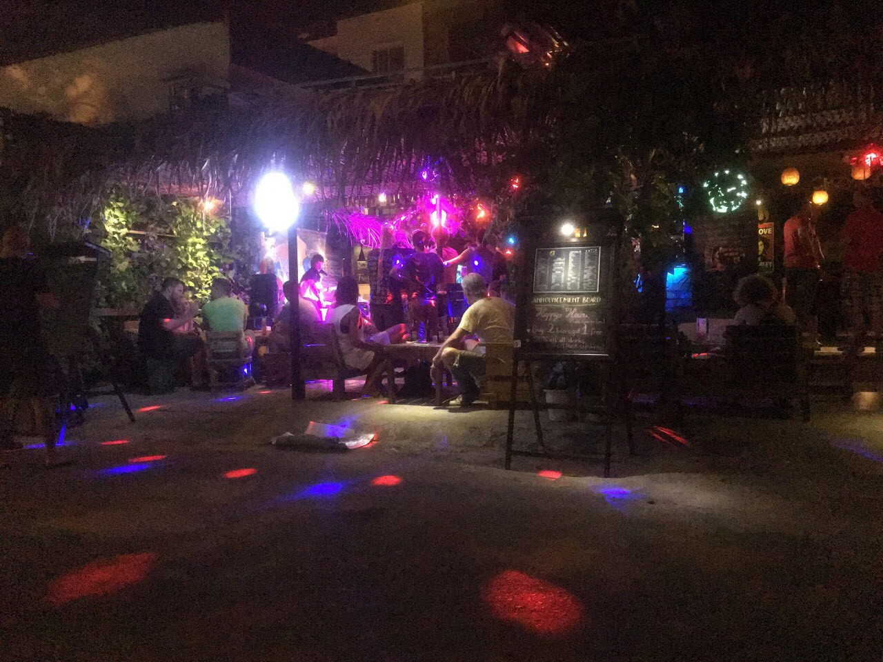 Phát hiện 18 người nước ngoài dương tính với ma túy trong quán bar ở Đà Nẵng - Ảnh 2.