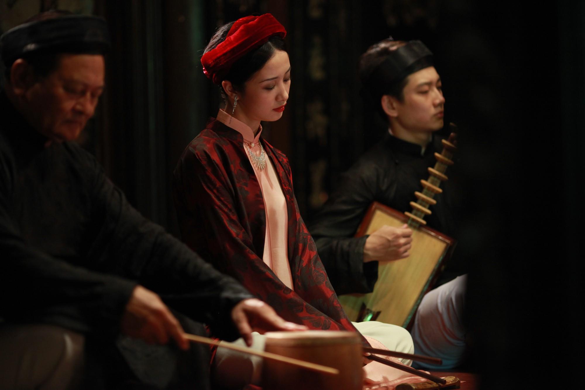 Jun Vũ trong Người Bất Tử: Tập hát ả đào và thoải mái đóng cảnh nóng - Ảnh 5.