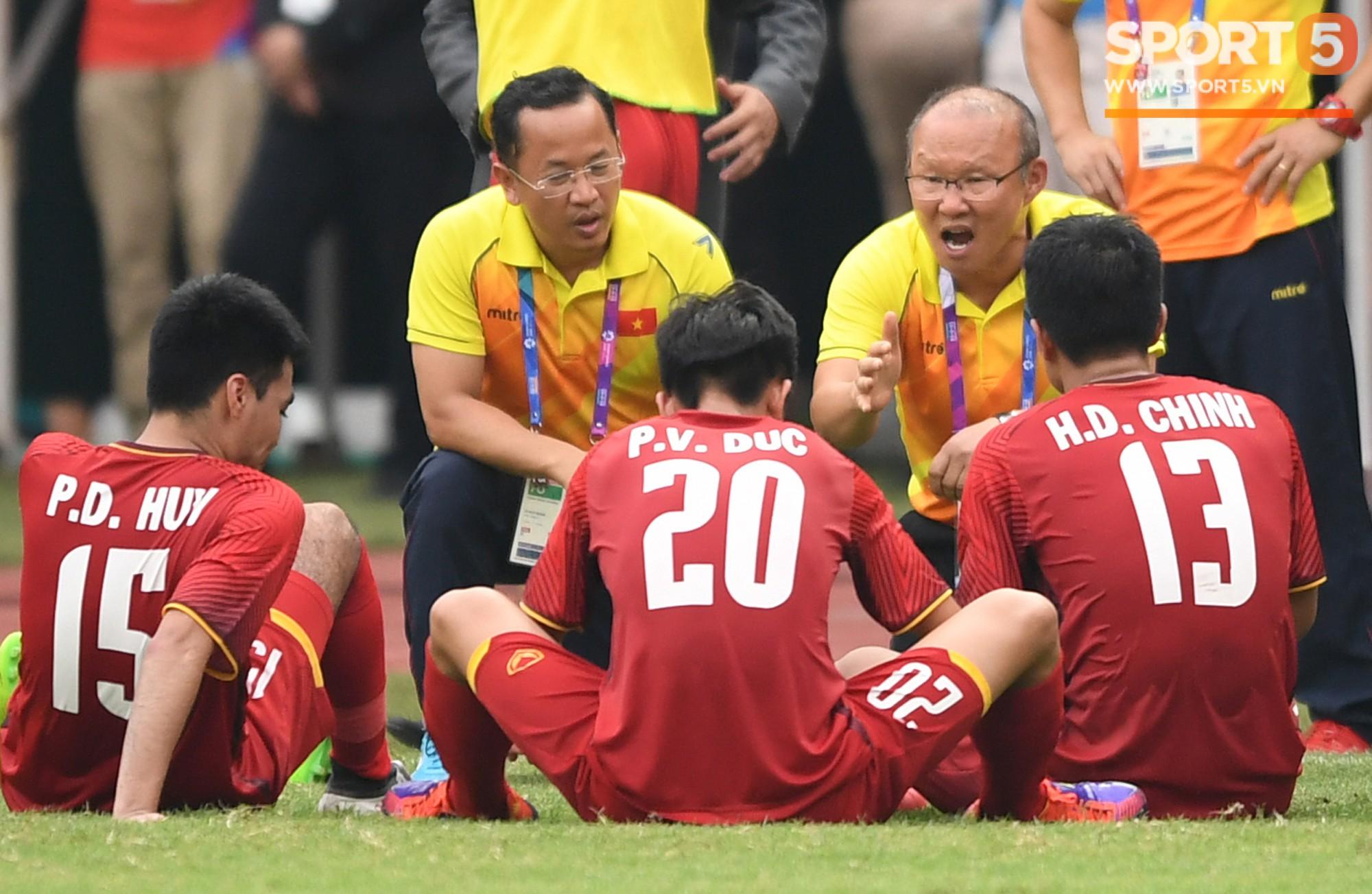 Những toan tính đằng sau lá đơn từ chức của trợ lý ngôn ngữ cho ông Park Hang-seo - Ảnh 2.