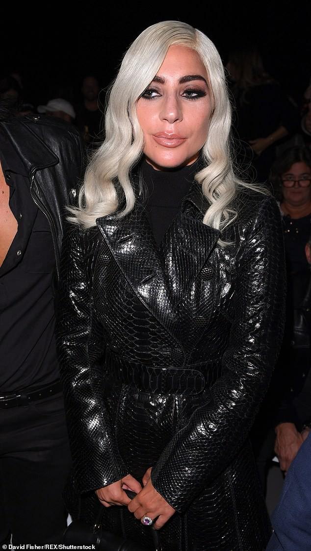 Mặt cứng đơ kém sắc, Lady Gaga bị nghi lạm dụng thẩm mỹ giống thảm họa dao kéo Donatella Versace - Ảnh 2.
