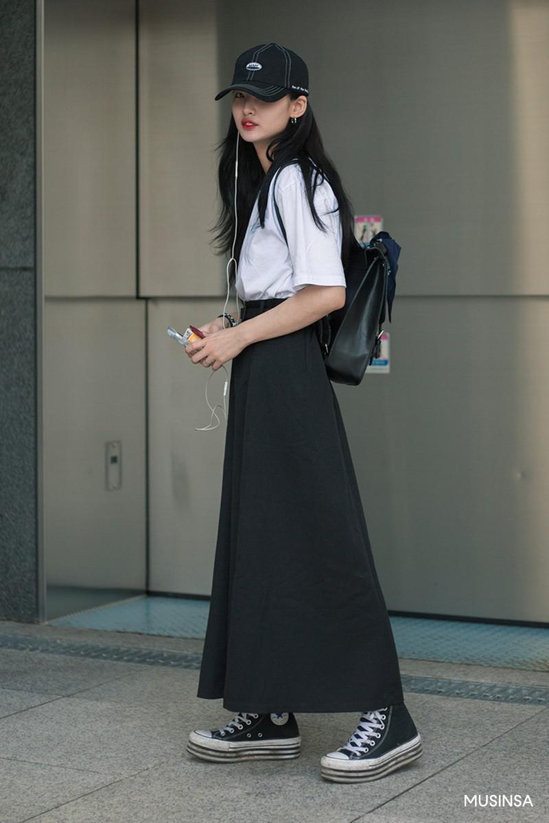 Không có lấy một set đồ bánh bèo, street style của con gái Hàn tuần qua toàn những ca cool ngầu siêu hút mắt - Ảnh 2.