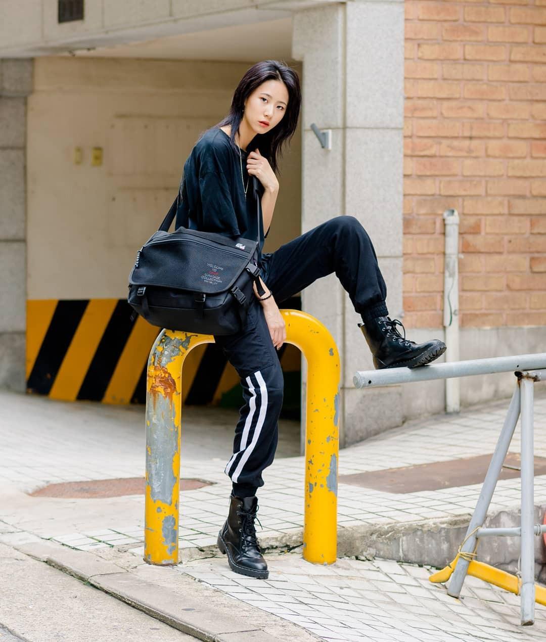Không có lấy một set đồ bánh bèo, street style của con gái Hàn tuần qua toàn những ca cool ngầu siêu hút mắt - Ảnh 7.