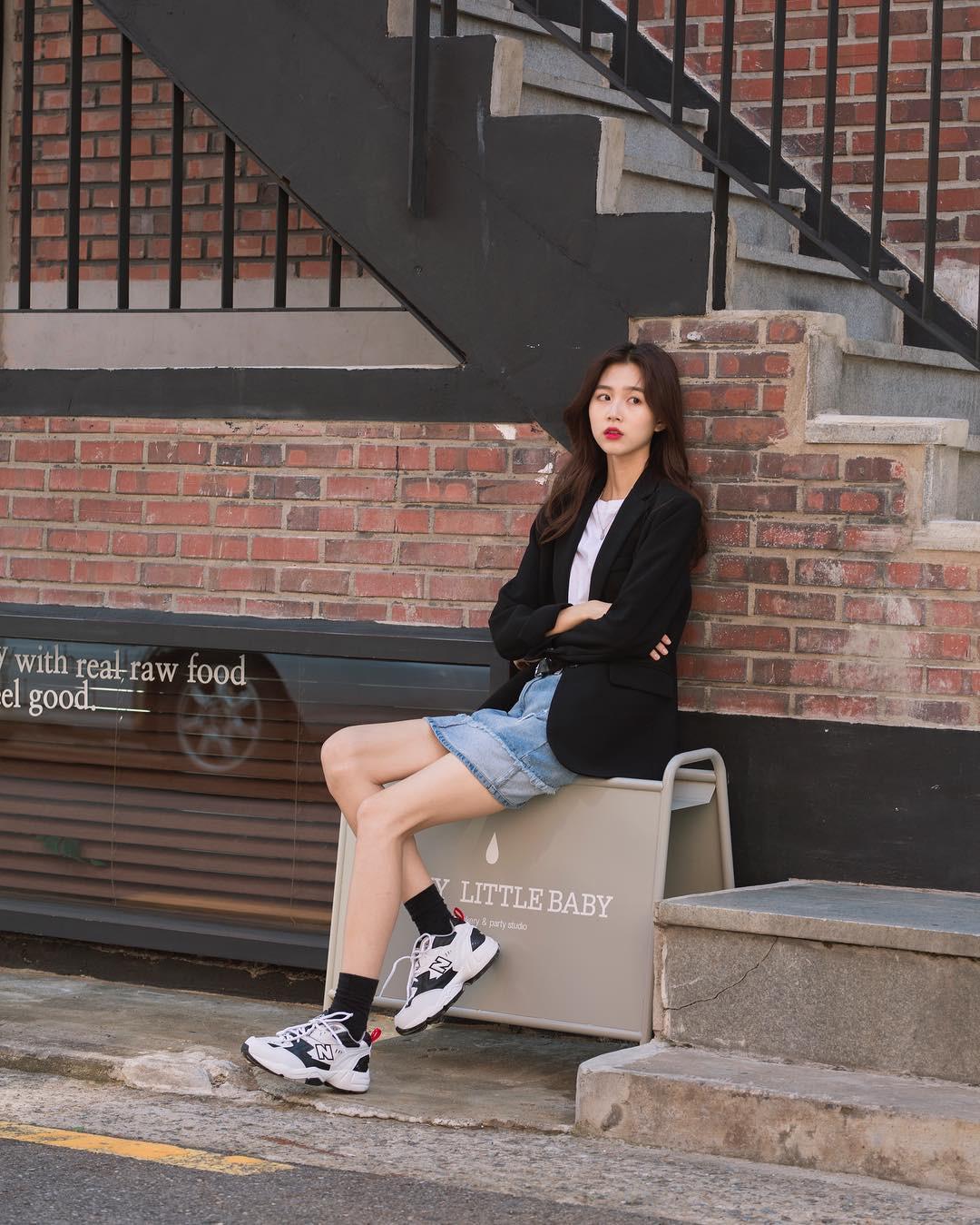 Không có lấy một set đồ bánh bèo, street style của con gái Hàn tuần qua toàn những ca cool ngầu siêu hút mắt - Ảnh 8.