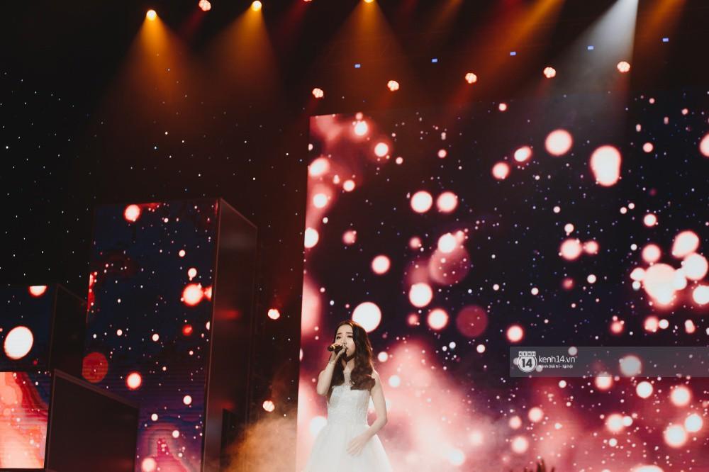Khoảnh khắc đẹp của dàn sao Việt-Hàn trong show diễn đêm qua khiến khán giả bùng nổ - Ảnh 6.