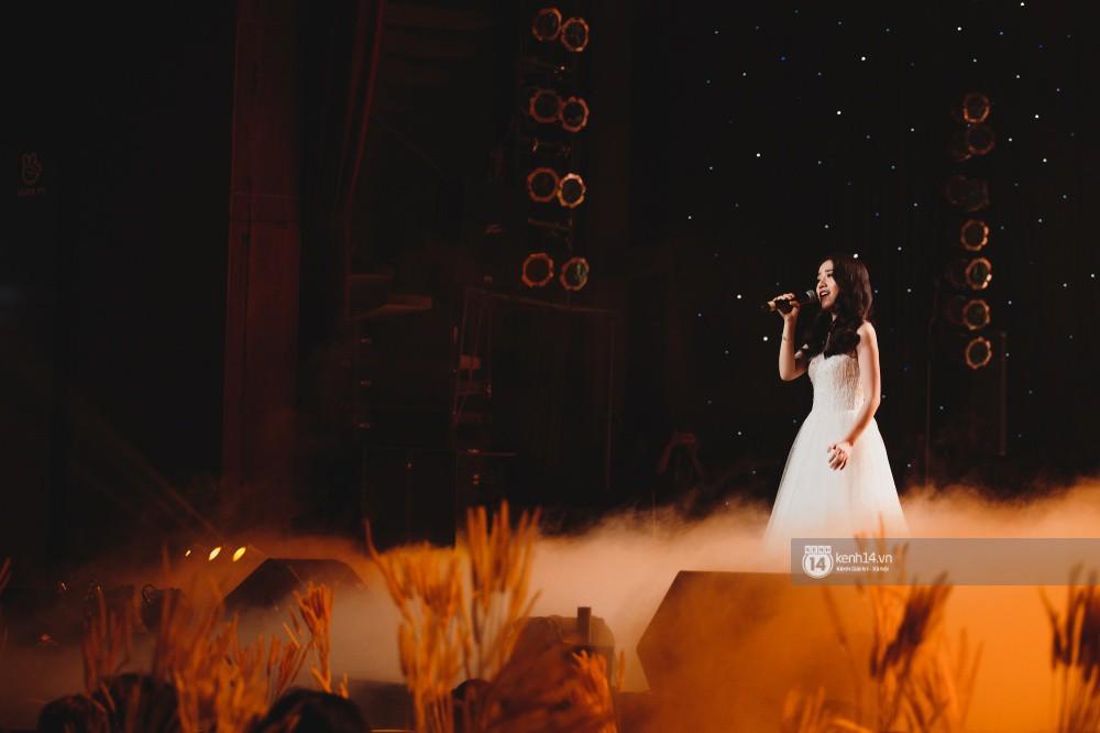 Khoảnh khắc đẹp của dàn sao Việt-Hàn trong show diễn đêm qua khiến khán giả bùng nổ - Ảnh 5.