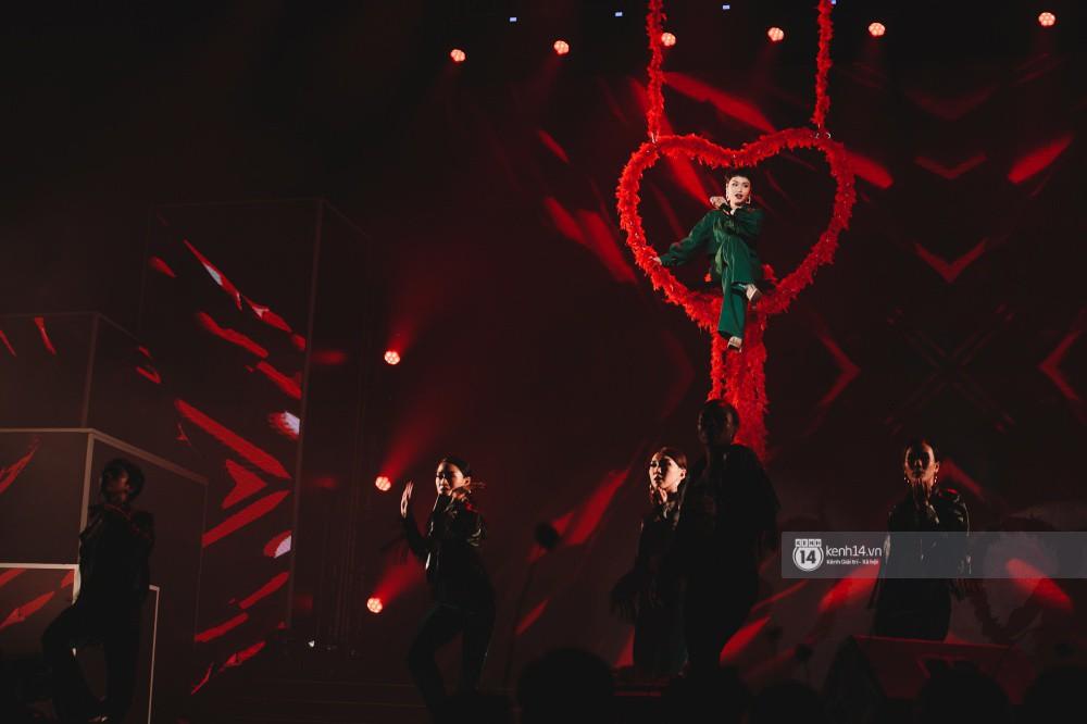 Khoảnh khắc đẹp của dàn sao Việt-Hàn trong show diễn đêm qua khiến khán giả bùng nổ - Ảnh 8.