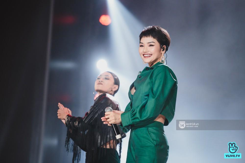 Khoảnh khắc đẹp của dàn sao Việt-Hàn trong show diễn đêm qua khiến khán giả bùng nổ - Ảnh 10.