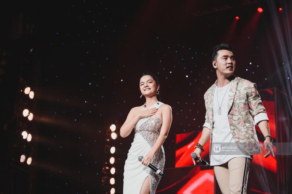 Khoảnh khắc đẹp của dàn sao Việt-Hàn trong show diễn đêm qua khiến khán giả bùng nổ - Ảnh 28.