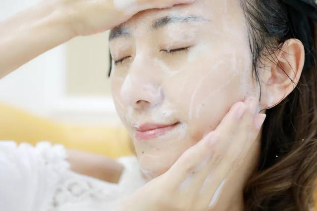Những ngày hanh khô, chỉ riêng việc đắp mặt nạ dưỡng da bạn cũng cần tuân thủ 6 tips cơ bản này - Ảnh 1.