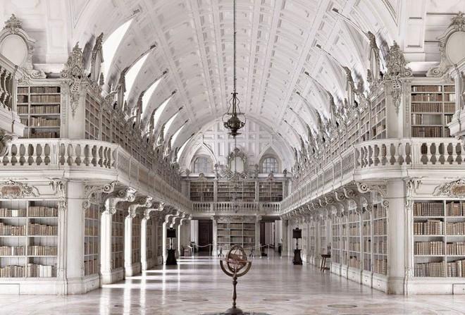 Nhiếp ảnh gia người Ý thực hiện cuộc hành trình đi tìm thư viện đẹp nhất thế giới, và đây là những gì anh ấy ghi lại được - Ảnh 2.