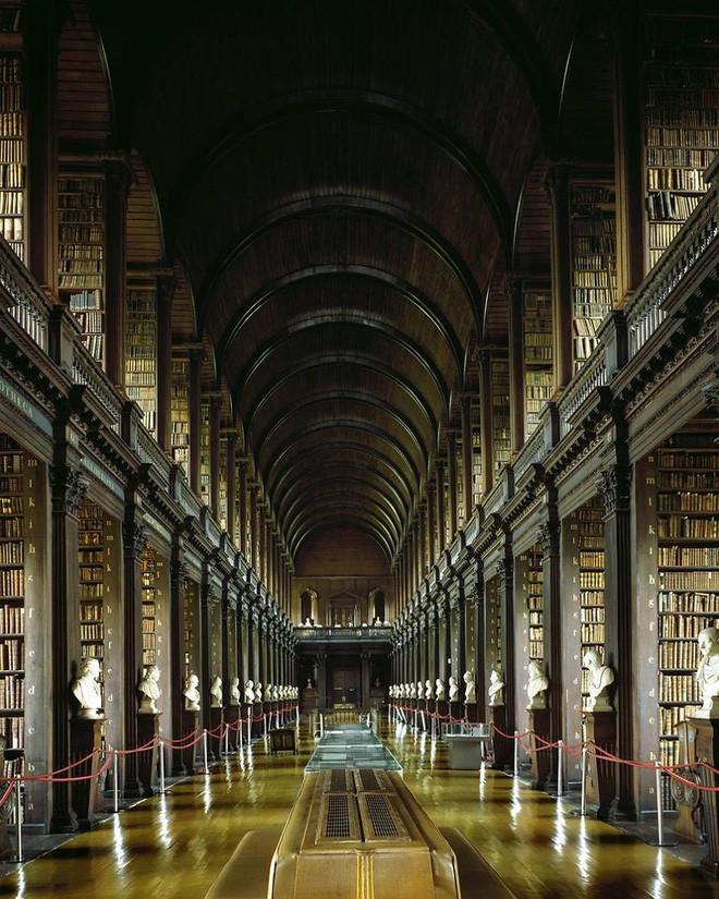 Nhiếp ảnh gia người Ý thực hiện cuộc hành trình đi tìm thư viện đẹp nhất thế giới, và đây là những gì anh ấy ghi lại được - Ảnh 4.