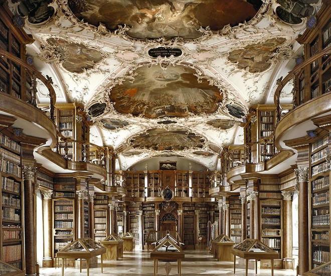 Nhiếp ảnh gia người Ý thực hiện cuộc hành trình đi tìm thư viện đẹp nhất thế giới, và đây là những gì anh ấy ghi lại được - Ảnh 1.