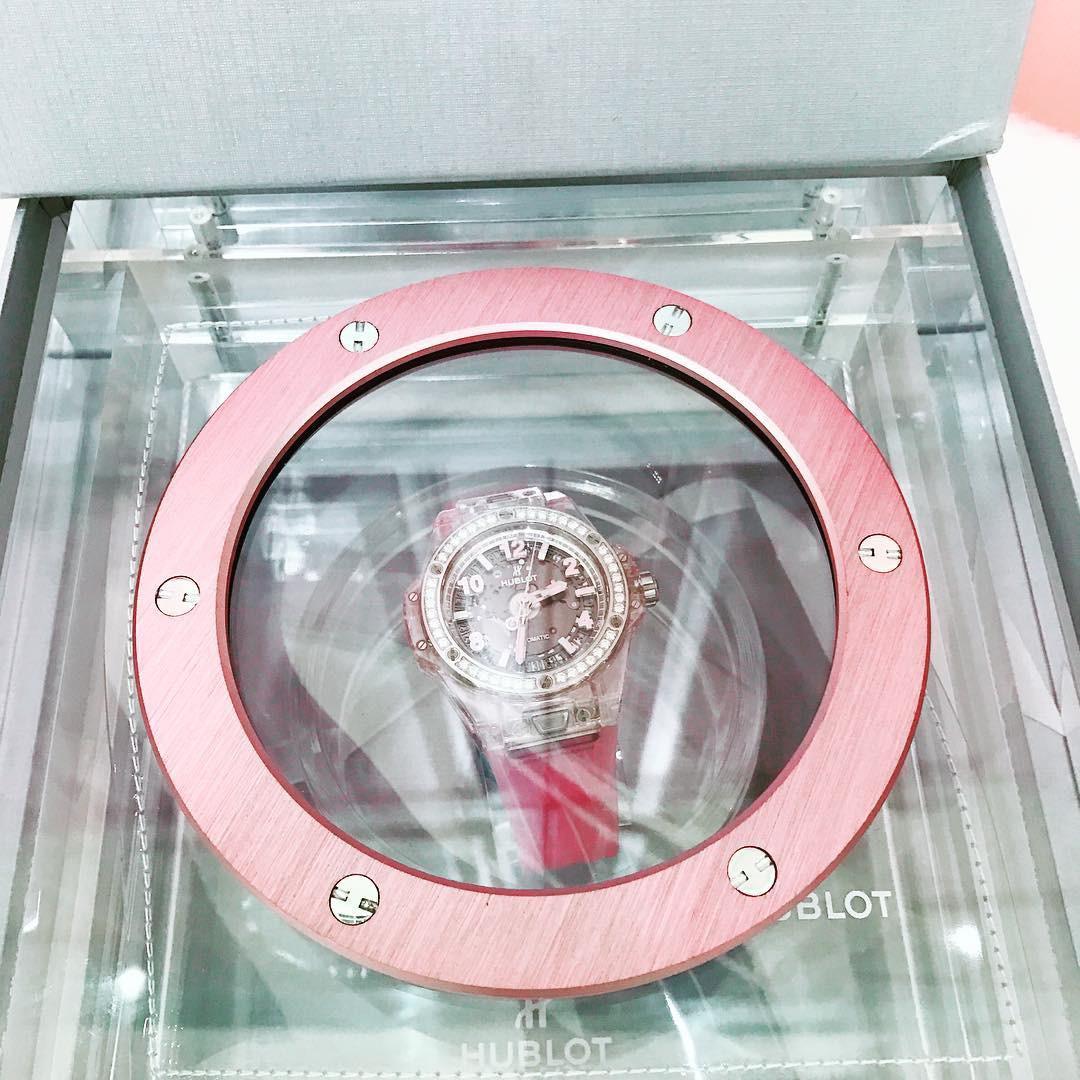Hơn 4 tỷ đồng là số tiền Ngọc Trinh bỏ ra để mua đồ hiệu tự thưởng sinh nhật mình - Ảnh 2.