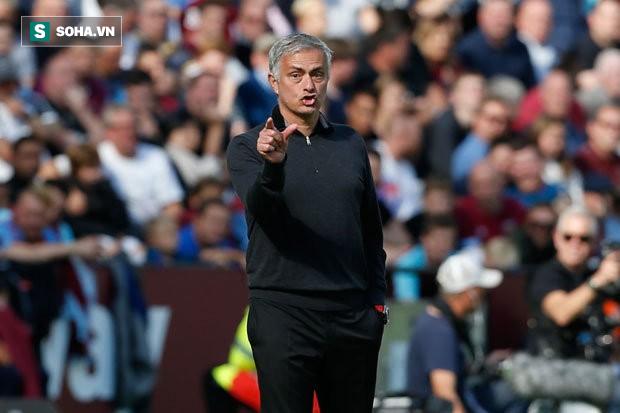 """HLV Mourinho nguyền rủa trọng tài, gọi cầu thủ West Ham là """"quái vật"""" sau thảm bại - Ảnh 1."""