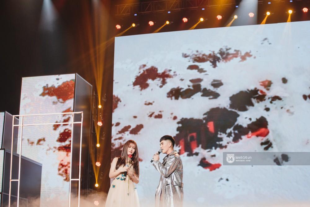 Khoảnh khắc đẹp của dàn sao Việt-Hàn trong show diễn đêm qua khiến khán giả bùng nổ - Ảnh 12.