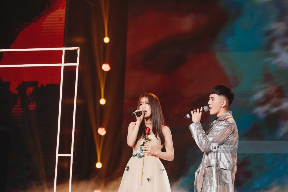 Khoảnh khắc đẹp của dàn sao Việt-Hàn trong show diễn đêm qua khiến khán giả bùng nổ - Ảnh 13.
