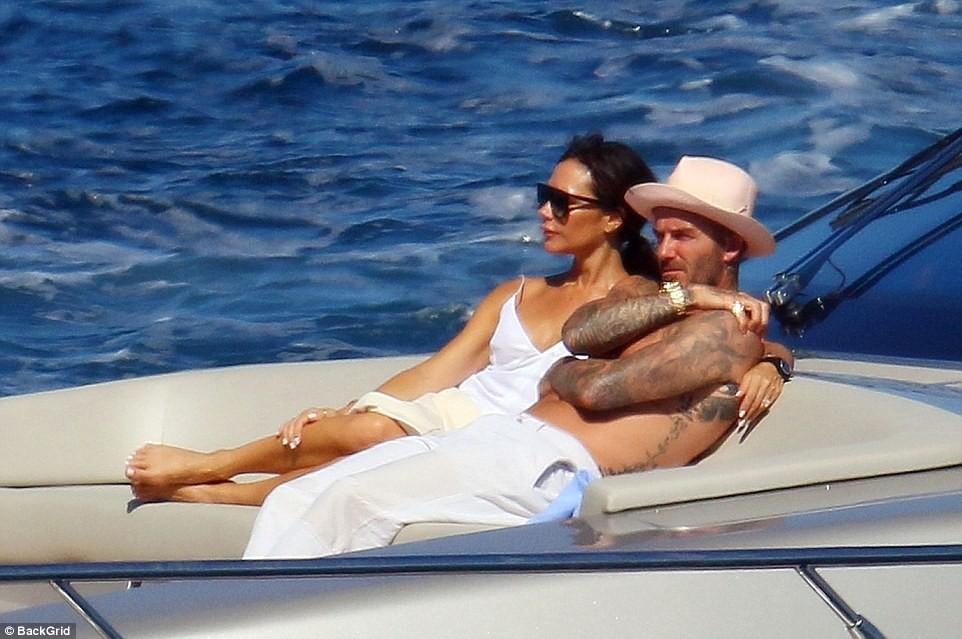 Nhìn vợ chồng Beckham tình bể bình trong loạt ảnh mới, ai còn tin được lời đồn họ sắp ly hôn! - Ảnh 3.