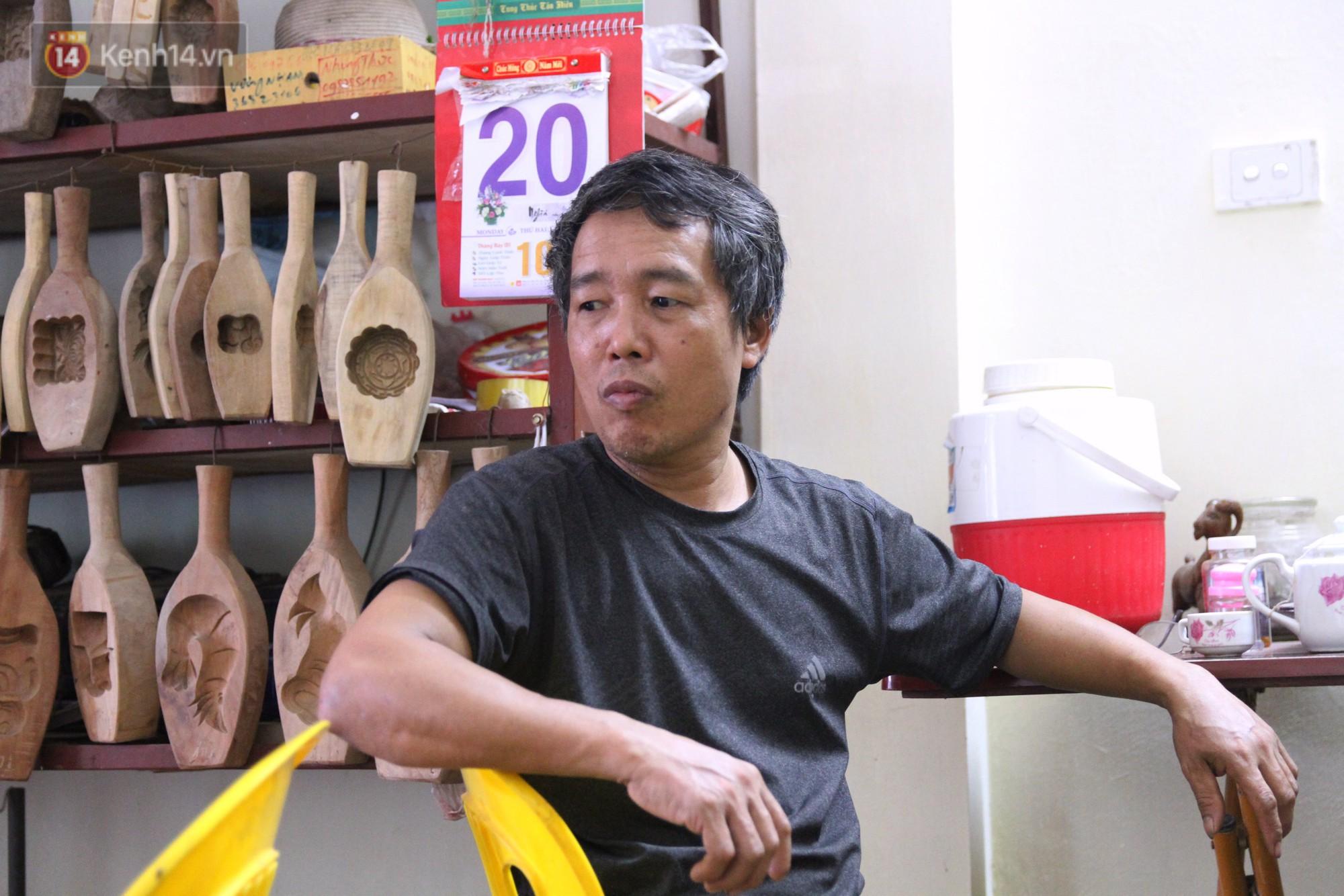 Ghé thăm người đàn ông 35 năm đẽo đục khuôn bánh Trung thu ở Hà Nội: Một khuôn gỗ đắt nhất giá 5 triệu - Ảnh 7.
