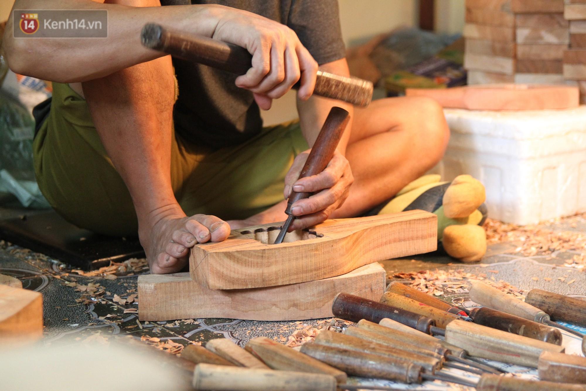 Ghé thăm người đàn ông 35 năm đẽo đục khuôn bánh Trung thu ở Hà Nội: Một khuôn gỗ đắt nhất giá 5 triệu - Ảnh 9.