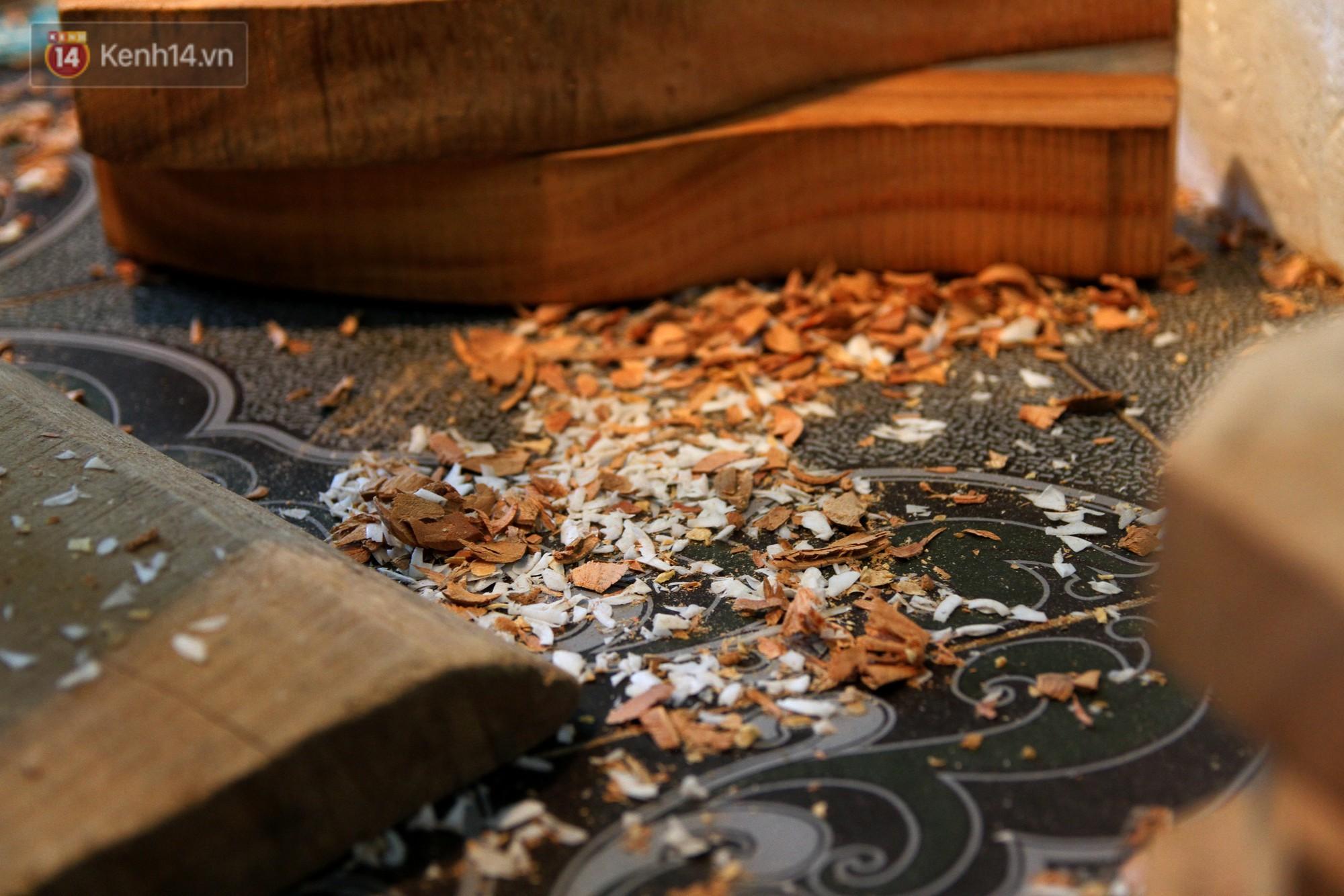 Ghé thăm người đàn ông 35 năm đẽo đục khuôn bánh Trung thu ở Hà Nội: Một khuôn gỗ đắt nhất giá 5 triệu - Ảnh 13.