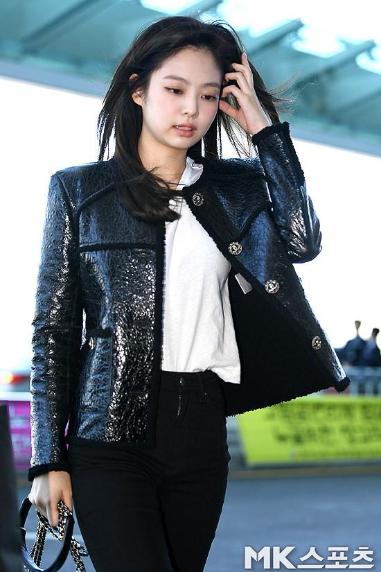 Đẳng cấp như Jennie (Black Pink) ra sân bay: Đơn giản nhưng vẫn đẹp hoàn hảo, sang chảnh như dự sự kiện - Ảnh 9.